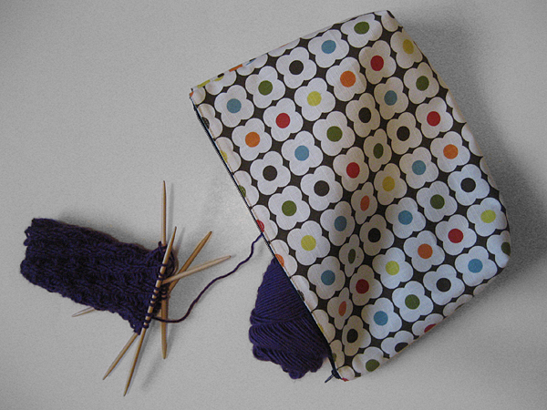 Zippered Knitting Project Bag Tutorial : How to sew a placemat zipper pouch with only four seams